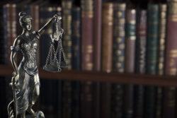 Sneller naar de rechter dankzij lagere griffierechten