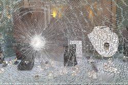 Schade door rellen en vandalisme. Bent u verzekerd?